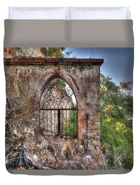 Abandoned Places Iron Gate Over The Sea - Cancellata Sul Mare Duvet Cover