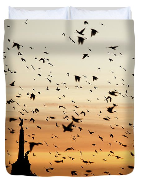 Aberystwyth Starlings At Dusk Flying Over The War Memorial Duvet Cover