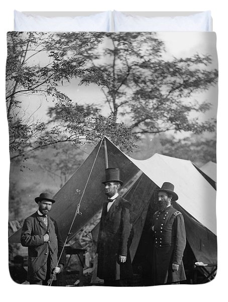 Abraham Lincoln With Allan Pinkerton And Major General Mcclernand At Antietam, 1862 Duvet Cover