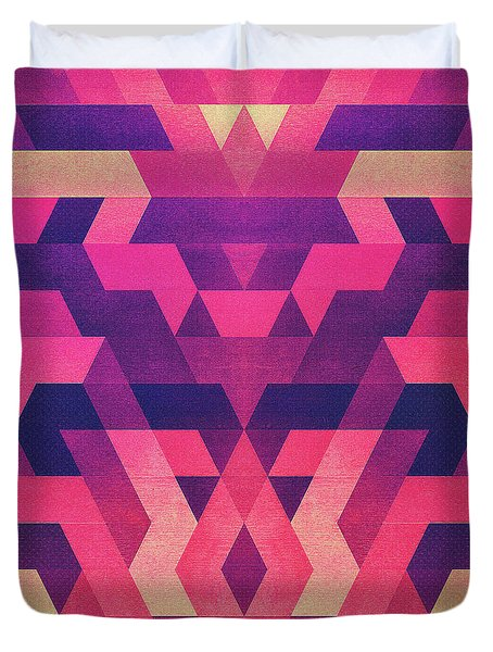 Abstract Symertric Geometric Triangle Texture Pattern Design In Diabolic Magnet Future Red Duvet Cover