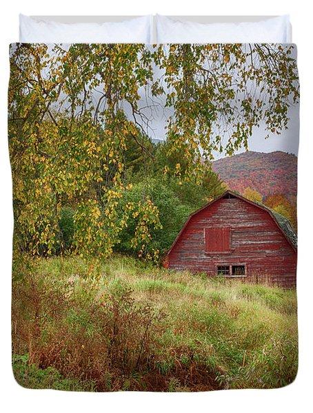 Adirondack Barn In Autumn Duvet Cover