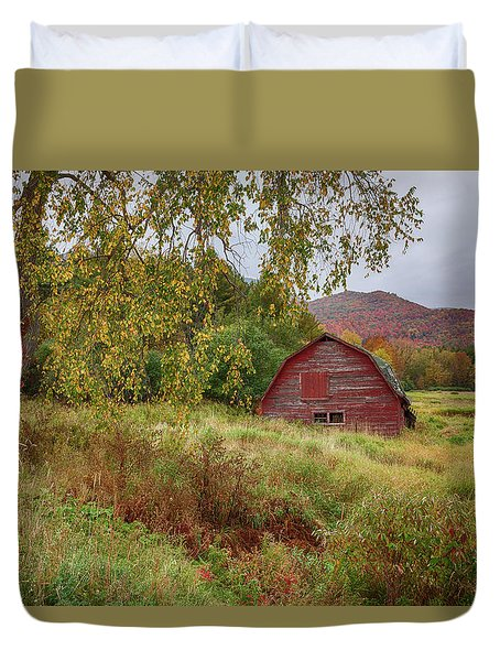 Adirondack Barn In Autumn Duvet Cover