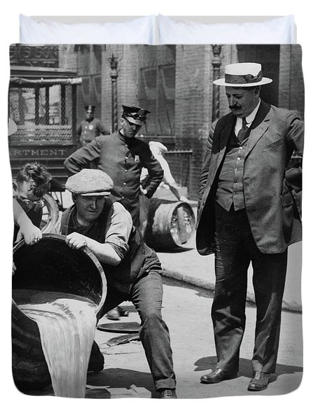 Agents Pouring Alcohol Down A Sewer During Prohibition Era Duvet Cover