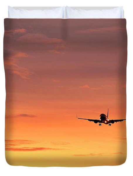 Airlpane In Flight Duvet Cover by John Greim