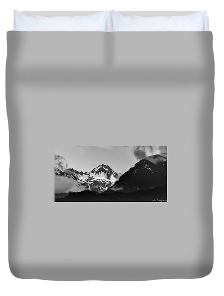 Alaskan Mountain Range Duvet Cover