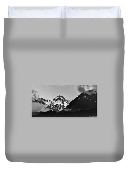 Alaskan Mountain Range Duvet Cover