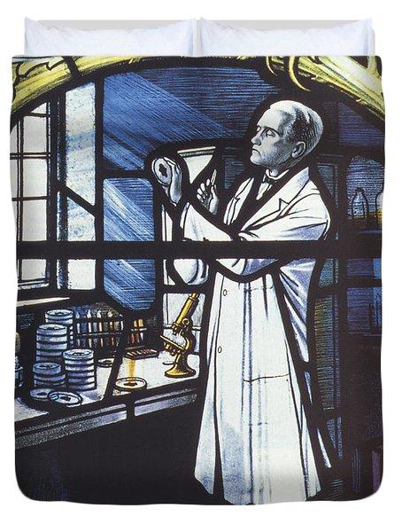 Alexander Fleming, Scottish Biologist Duvet Cover by Science Source