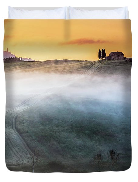 Amazing Landscape Of Tuscany Duvet Cover by Evgeni Dinev