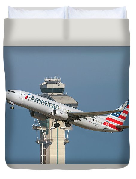 American Airlines Boeing 737-800 Taking Off From Lax  Duvet Cover
