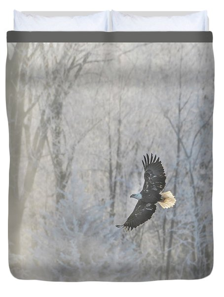 Duvet Cover featuring the photograph American Bald Eagle 2017-2 by Thomas Young