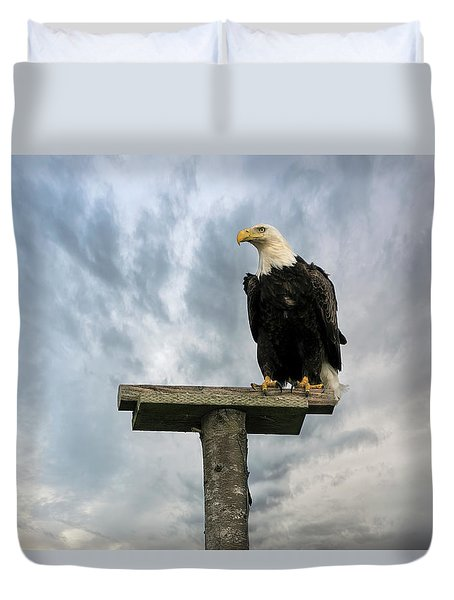 American Bald Eagle Perched On A Pole Duvet Cover