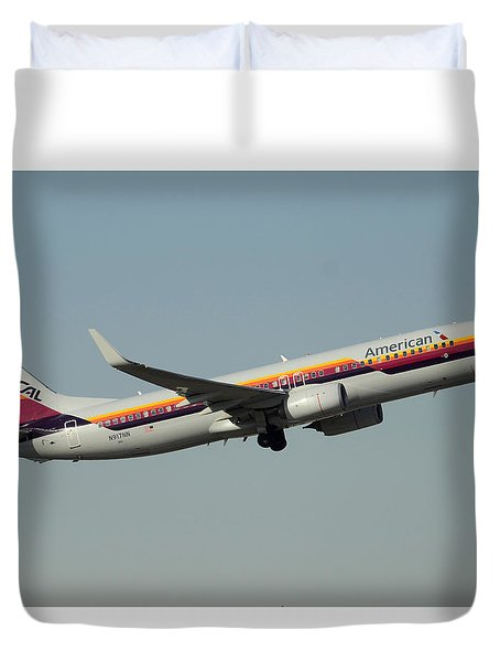American Boeing 737-823 N917nn December 31 2015 Duvet Cover by Brian Lockett