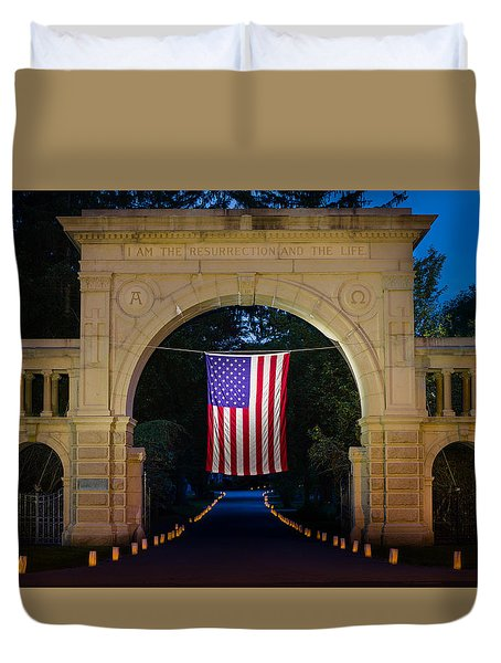 American Flag At Cemetery Gates - Mystic Ct Duvet Cover