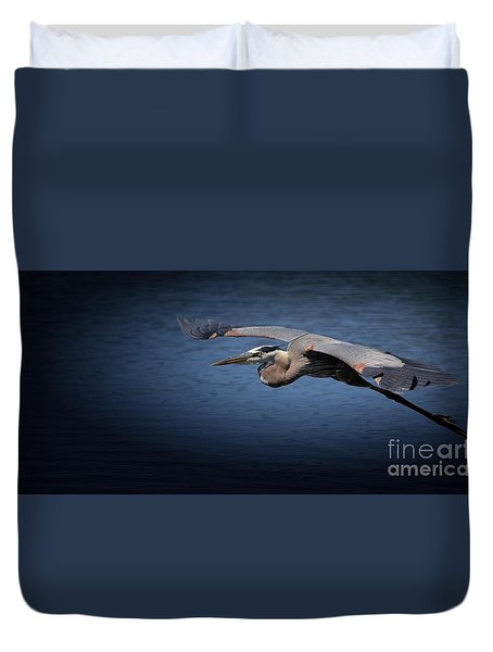 Duvet Cover featuring the photograph An Easy Move by Pamela Blizzard