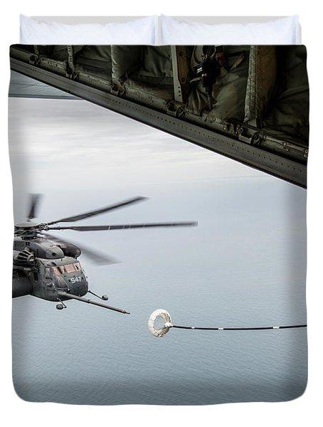 An Mh-53e Sea Dragon Conducts An Aerial Refuel , Us Navy Duvet Cover