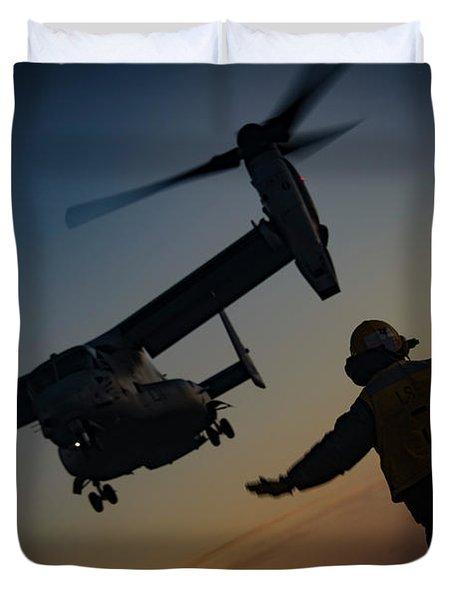 An Mv-22b Osprey Lands On The Flight Deck Of Uss Iwo Jima Lhd 7 Duvet Cover