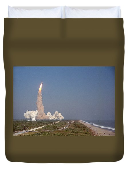 An Oceanside View Of The Sts-29 Discovery Launch From Pad 39b. Duvet Cover