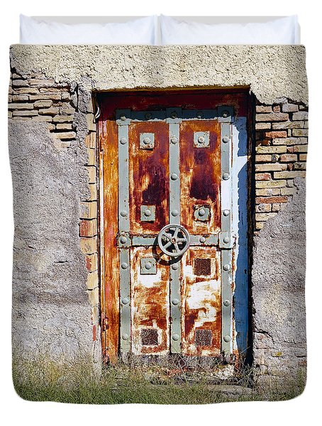 An Old Rusty Door In Katakolon Greece Duvet Cover