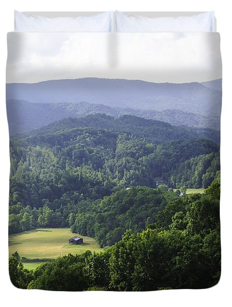 An Old Shack Hidden Away In The Blue Ridge Mountains Duvet Cover