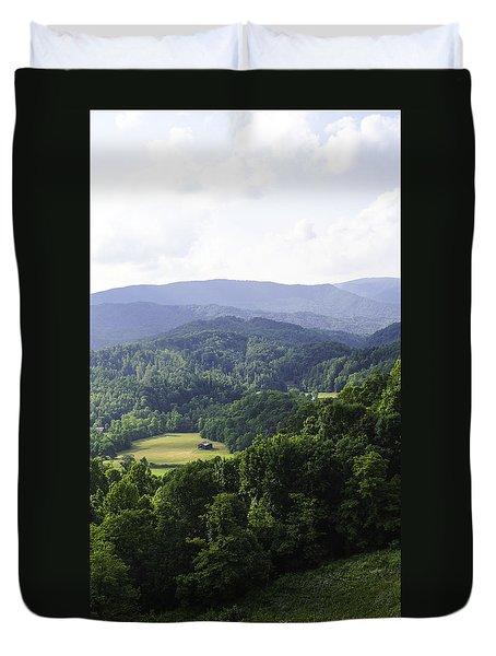 An Old Shack Hidden Away In The Blue Ridge Mountains Duvet Cover