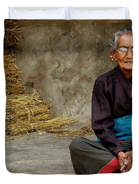 An Old Woman In Bhaktapur Duvet Cover by Valerie Rosen
