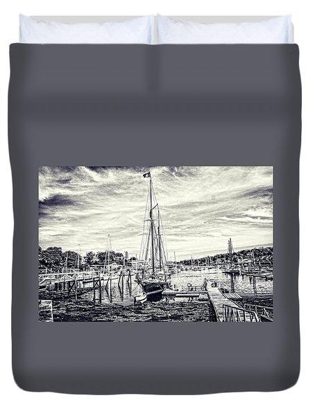Duvet Cover featuring the digital art Angelique Resting At Home by Daniel Hebard