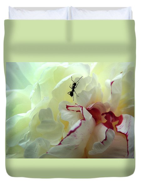 Ant On Peonie Duvet Cover