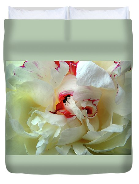 Ant Roams The Peonie Duvet Cover
