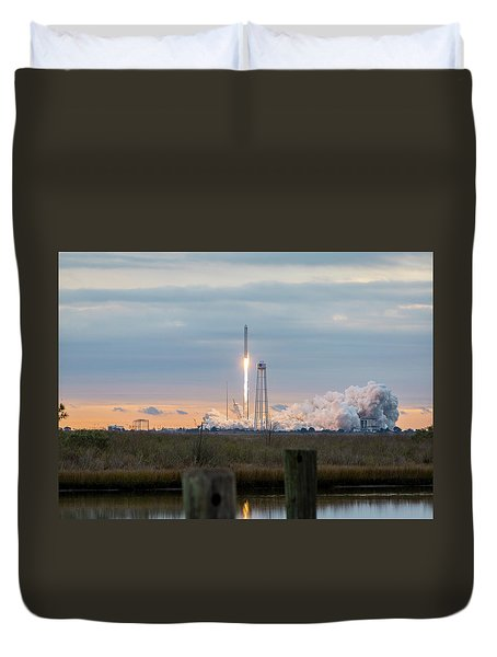 Antares Launch From Wallops Island Duvet Cover