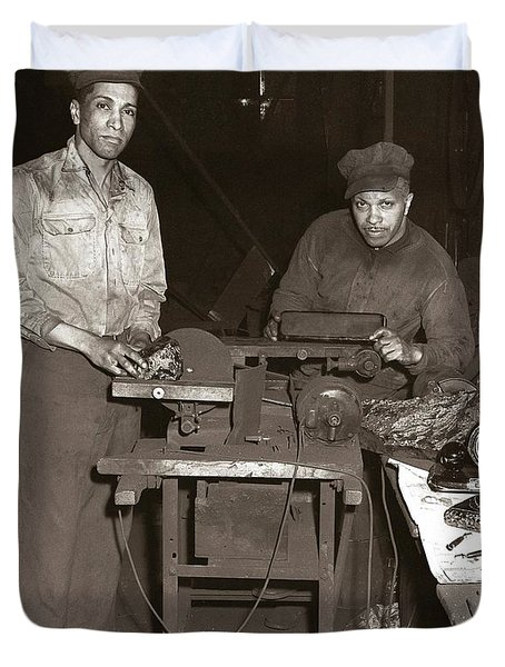 Anthracite Coal Artist  Charles Edgar Patience On Right  1906-1972 In Studio 1953    Duvet Cover