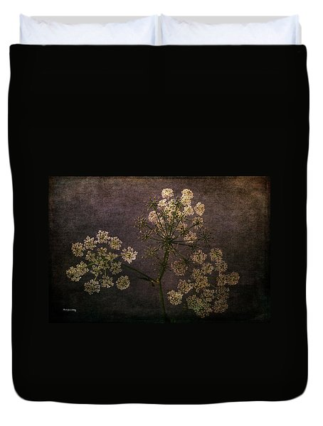 Duvet Cover featuring the photograph Anthriscus Sylvestris by Randi Grace Nilsberg
