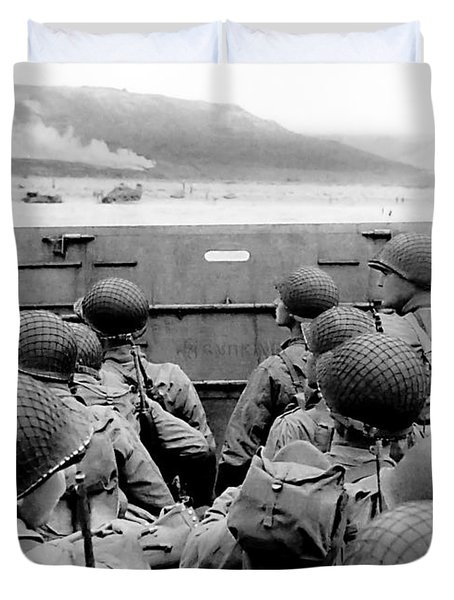 Approaching Omaha Beach - Invasion Of Normandy - June 6, 1944 Duvet Cover