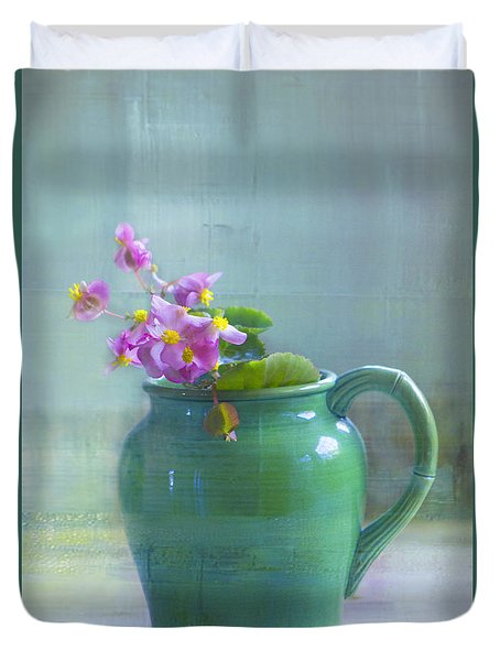 Duvet Cover featuring the photograph Art Of Begonia by John Rivera
