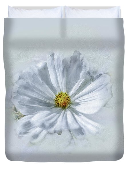 Duvet Cover featuring the photograph Artistic White #g1 by Leif Sohlman