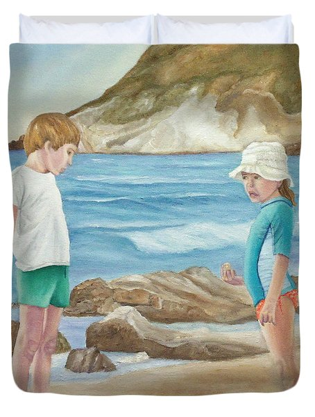 Kids Collecting Marine Shells Duvet Cover
