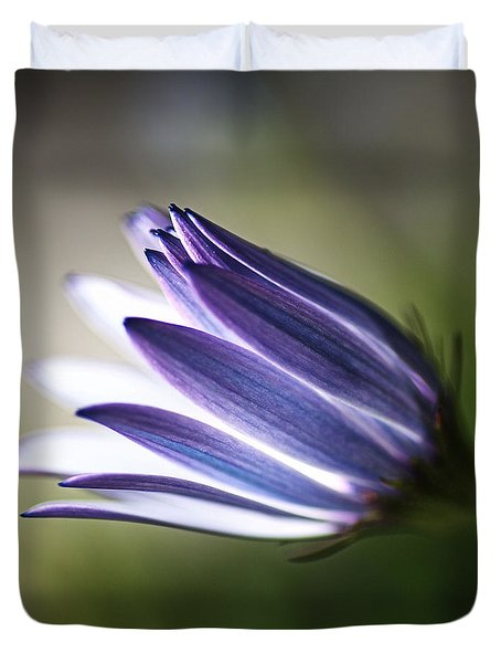 Beautiful Inner Glow Of The Daisy Duvet Cover