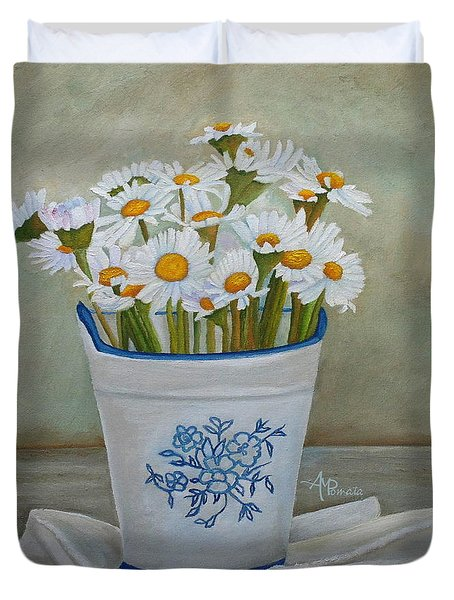 Daisies And Porcelain Duvet Cover