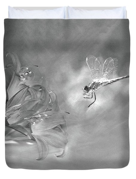 The Dragonfly And The Flower Duvet Cover by Linda Lees