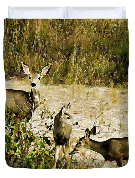 Mule Doe And Her Twins Duvet Cover
