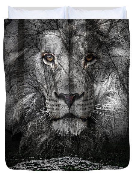 Aslan And The Stone Table Duvet Cover