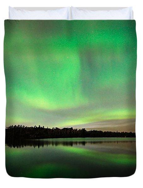 Aurora Over Tofte Lake Duvet Cover