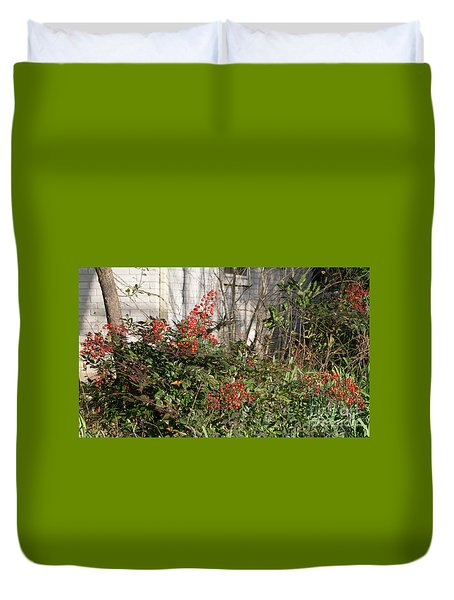 Duvet Cover featuring the photograph Austin Winter Berries by Linda Phelps