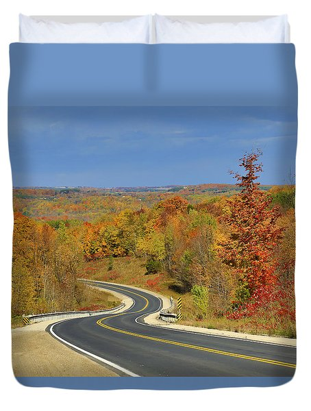 Duvet Cover featuring the photograph Autumn In The Hockley Valley by Gary Hall