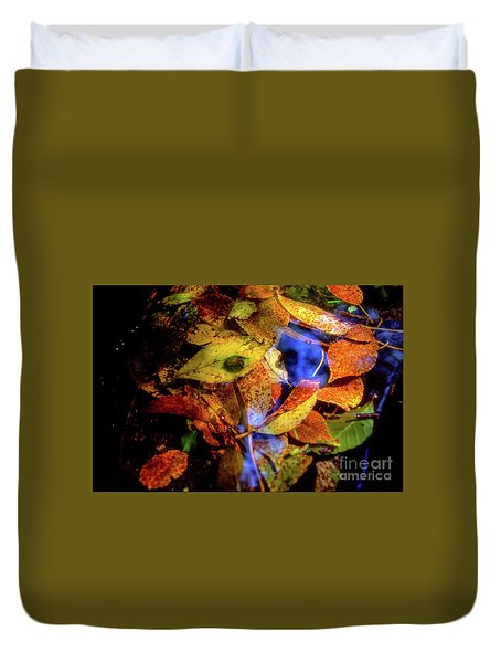 Duvet Cover featuring the photograph Autumn Leaf by Tatsuya Atarashi