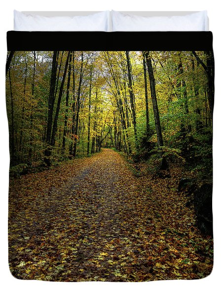 Duvet Cover featuring the photograph Autumn Leaves On The Trail by David Patterson