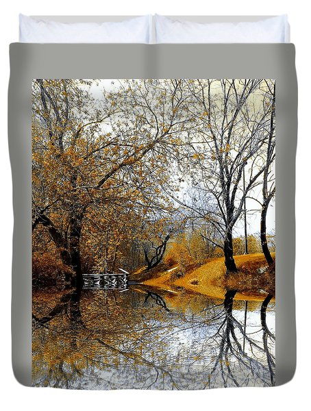 Duvet Cover featuring the photograph Autumnal by Elfriede Fulda