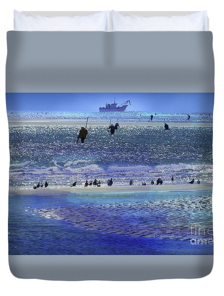 Duvet Cover featuring the photograph Azul De Lluvia by Alfonso Garcia