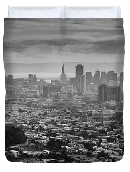 Back And White View Of Downtown San Francisco In A Foggy Day Duvet Cover
