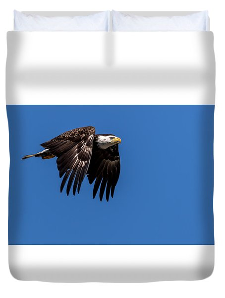 Duvet Cover featuring the photograph Bald Eagle Hunting by Rob Green