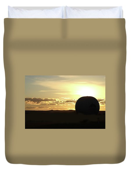 Duvet Cover featuring the photograph Balloonrise by Marie Leslie